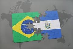 verwirren Sie mit der Staatsflagge von Brasilien und von El Salvador auf einem Weltkartehintergrund Stockbild