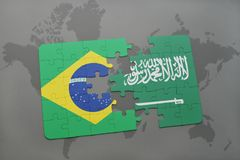 verwirren Sie mit der Staatsflagge von Brasilien und von Saudi-Arabien auf einem Weltkartehintergrund Stockfoto