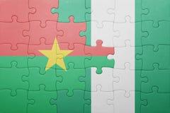 verwirren Sie mit der Staatsflagge von Burkina Faso und von Nigeria Stockbilder