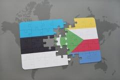 verwirren Sie mit der Staatsflagge von Estland und von Comoren auf einer Weltkarte Lizenzfreie Stockbilder