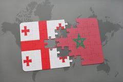 verwirren Sie mit der Staatsflagge von Georgia und von Marokko auf einer Weltkarte Stockfotografie