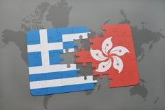 verwirren Sie mit der Staatsflagge von Griechenland und von Hong Kong auf einem Weltkartehintergrund Stockbild