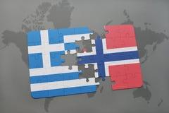 verwirren Sie mit der Staatsflagge von Griechenland und von Norwegen auf einem Weltkartehintergrund Stockfoto
