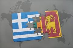 verwirren Sie mit der Staatsflagge von Griechenland und von Sri Lanka auf einem Weltkartehintergrund Lizenzfreie Stockfotos