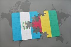 verwirren Sie mit der Staatsflagge von Guatemala und von Guine auf einer Weltkarte stock abbildung