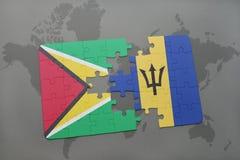 verwirren Sie mit der Staatsflagge von Guyana und von Barbados auf einem Weltkartehintergrund Stockfotografie