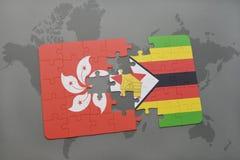 verwirren Sie mit der Staatsflagge von Hong Kong und von Simbabwe auf einem Weltkartehintergrund Lizenzfreie Stockfotos