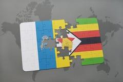 verwirren Sie mit der Staatsflagge von Kanarischen Inseln und von Simbabwe auf einem Weltkartehintergrund Stockfotos