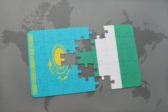 verwirren Sie mit der Staatsflagge von Kasachstan und von Nigeria auf einer Weltkarte Stockbild