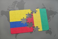 verwirren Sie mit der Staatsflagge von Kolumbien und von Guine auf einer Weltkarte stock abbildung