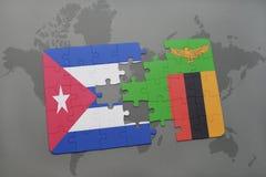 verwirren Sie mit der Staatsflagge von Kuba und von Sambia auf einem Weltkartehintergrund Stockfotos