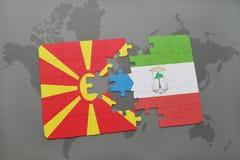 verwirren Sie mit der Staatsflagge von Macedonia und von Äquatorialguinea auf einer Weltkarte Stockfotografie