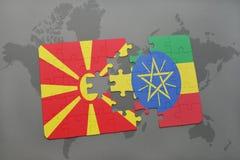 verwirren Sie mit der Staatsflagge von Macedonia und von Äthiopien auf einer Weltkarte Lizenzfreie Stockfotos