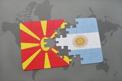 verwirren Sie mit der Staatsflagge von Macedonia und von Argentinien auf einer Weltkarte Stockbild
