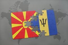 verwirren Sie mit der Staatsflagge von Macedonia und von Barbados auf einer Weltkarte Stockbild