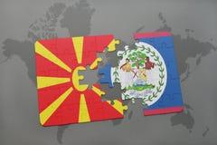 verwirren Sie mit der Staatsflagge von Macedonia und von Belize auf einer Weltkarte Stockbild