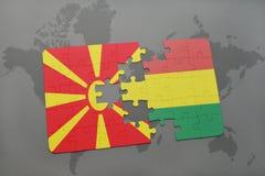 verwirren Sie mit der Staatsflagge von Macedonia und von Bolivien auf einer Weltkarte Stockfoto