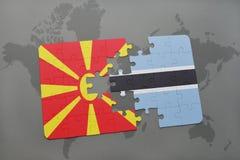 verwirren Sie mit der Staatsflagge von Macedonia und von Botswana auf einer Weltkarte Stockbilder