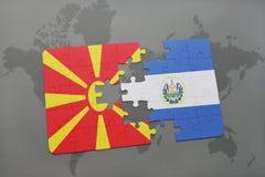 verwirren Sie mit der Staatsflagge von Macedonia und von El Salvador auf einer Weltkarte Lizenzfreie Stockbilder