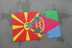 verwirren Sie mit der Staatsflagge von Macedonia und von Eritrea auf einer Weltkarte Stockfotografie