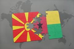 verwirren Sie mit der Staatsflagge von Macedonia und von Guinea-Bissau auf einer Weltkarte Lizenzfreies Stockbild