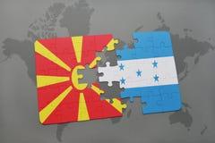 verwirren Sie mit der Staatsflagge von Macedonia und von Honduras auf einer Weltkarte Lizenzfreies Stockbild