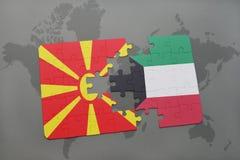 verwirren Sie mit der Staatsflagge von Macedonia und von Kuwait auf einer Weltkarte Stockfoto