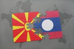 verwirren Sie mit der Staatsflagge von Macedonia und von Laos auf einer Weltkarte Lizenzfreie Stockfotografie