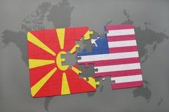verwirren Sie mit der Staatsflagge von Macedonia und von Liberia auf einer Weltkarte Stockfoto