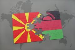 verwirren Sie mit der Staatsflagge von Macedonia und von Malawi auf einer Weltkarte Lizenzfreies Stockbild
