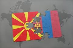 verwirren Sie mit der Staatsflagge von Macedonia und von Mongolei auf einer Weltkarte Stockbild