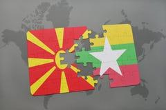 verwirren Sie mit der Staatsflagge von Macedonia und von Myanmar auf einer Weltkarte Stockfotos