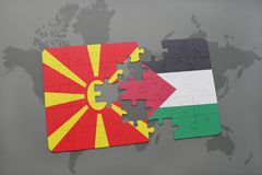 verwirren Sie mit der Staatsflagge von Macedonia und von Palästina auf einer Weltkarte Stockbild