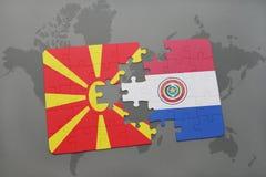 verwirren Sie mit der Staatsflagge von Macedonia und von Paraguay auf einer Weltkarte Stockbild