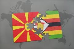verwirren Sie mit der Staatsflagge von Macedonia und von Simbabwe auf einer Weltkarte Lizenzfreie Stockbilder