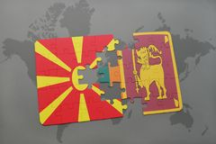 verwirren Sie mit der Staatsflagge von Macedonia und von Sri Lanka auf einer Weltkarte Lizenzfreie Stockfotos