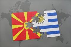 verwirren Sie mit der Staatsflagge von Macedonia und von Uruguay auf einer Weltkarte Stockfotografie