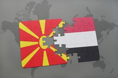 verwirren Sie mit der Staatsflagge von Macedonia und von Yemen auf einer Weltkarte Stockfotografie