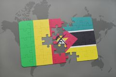 verwirren Sie mit der Staatsflagge von Mali und von Mosambik auf einer Weltkarte Lizenzfreies Stockfoto