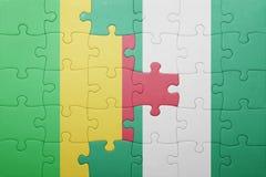 verwirren Sie mit der Staatsflagge von Mali und von Nigeria Stockfotos
