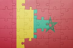verwirren Sie mit der Staatsflagge von Marokko und von Guine lizenzfreie stockfotos