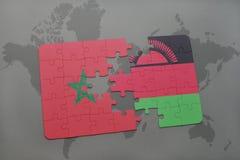 verwirren Sie mit der Staatsflagge von Marokko und von Malawi auf einer Weltkarte Stockfotos