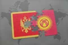 verwirren Sie mit der Staatsflagge von Montenegro und von Kirgisistan auf einer Weltkarte Lizenzfreie Stockfotografie
