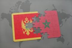 verwirren Sie mit der Staatsflagge von Montenegro und von Marokko auf einer Weltkarte Lizenzfreie Stockbilder