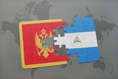 verwirren Sie mit der Staatsflagge von Montenegro und von Nicaragua auf einer Weltkarte Lizenzfreie Stockbilder