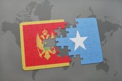 verwirren Sie mit der Staatsflagge von Montenegro und von Somalia auf einer Weltkarte Lizenzfreie Stockbilder