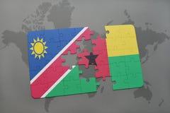 verwirren Sie mit der Staatsflagge von Namibia und von Guinea-Bissau auf einer Weltkarte Lizenzfreies Stockfoto
