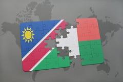 verwirren Sie mit der Staatsflagge von Namibia und von Madagaskar auf einer Weltkarte Stockbild