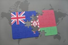 verwirren Sie mit der Staatsflagge von Neuseeland und von Weißrussland auf einem Weltkartehintergrund Stockfoto