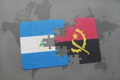 verwirren Sie mit der Staatsflagge von Nicaragua und von Angola auf einer Weltkarte Stockbild